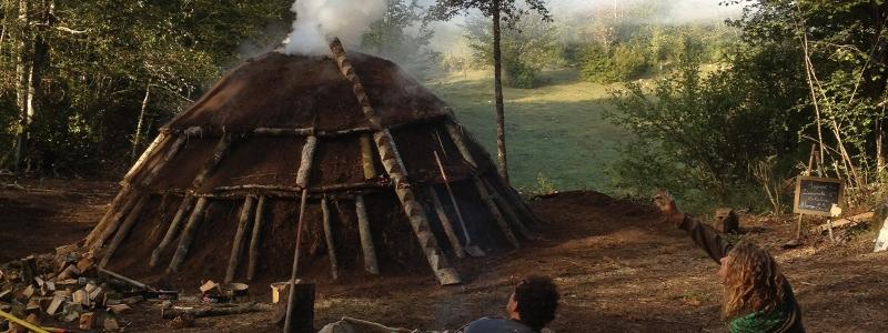 Charbonnière : fabrication du charbon de bois sur la route de la Transvercors
